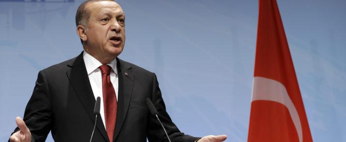 في أعقاب قمة مجموعة العشرين المنعقدة في مدينة هامبورغ، أعلن الرئيس التركي رجب طيب أردوغان عن نيته بزيارة كلٍّ من دولة الكويت والمملكة العربية السعودية وقطر.