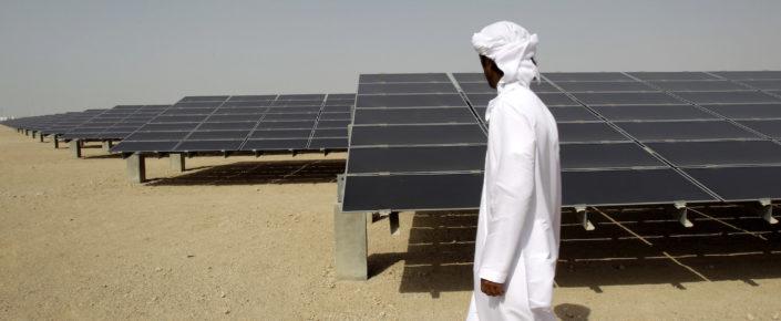 يعتبر التغير المناخي والتلوث البيئي من أكثر التهديدات التي تواجه دول مجلس التعاون الخليجي إلحاحًا. وهنالك الكثير من الأدلة على حدوث ظواهر مناخية عنيفة في منطقة الخليج، تتراوح بين درجات الحرارة الصيفية الشديدة الارتفاع،