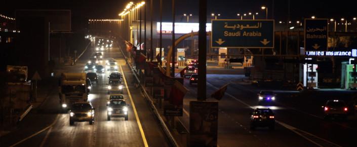 إن الوضع المالي الحالي في البحرين هو دليل على أنه قد يكون من الصعب أحيانًا تحقيق النمو، حتى مع وجود العديد من السياسات الصحيحة. دخلت دول مجلس التعاون الخليجي الست الإطار الحالي من أسعار النفط المنخفضة والتباطؤ الاقتصادي الموازي له في أوضاع مالية مختلفة جدًّا، وعلى مسارات نمو اقتصادي مختلفة جدًّا.